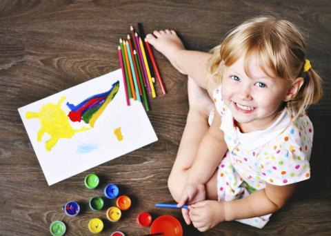 a child at new palestine art class